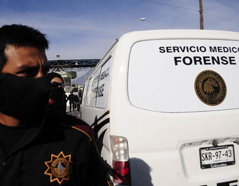 Jorge Domene Zambrano, vocero de seguridad de Nuevo León, reveló que el motín se debió a una riña entre los miembros de los Zetas y del Cártel del Golfo que se encuentran internados; aclaró que entre los muertos no se encuentra ningún custodio del Centro de Readaptación.