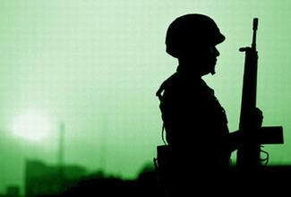 Un general brigadier del ejército mexicano recientemente retirado fue puesto bajo arresto domiciliario mientras se le investiga por cargos relacionados con la delincuencia organizada, informaron las autoridades